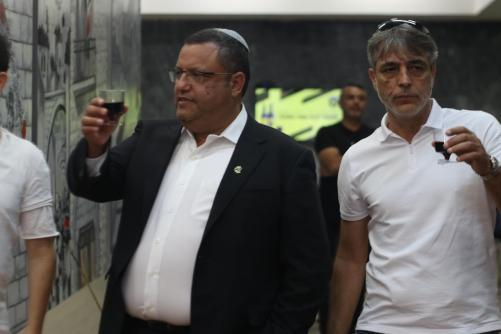 אלי אוחנה ומשה ליאון ראש העיר