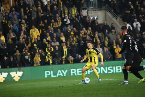 לירן רוטמן עם הכדור