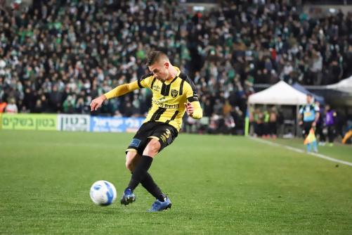 מקס גרצקין עם הכדור